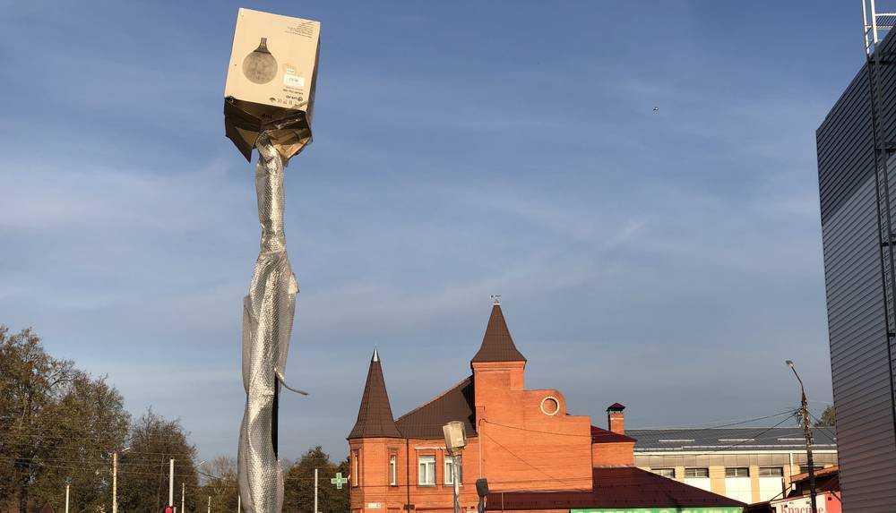 В Жуковке новые фонари защитили антивандальными картонными коробками