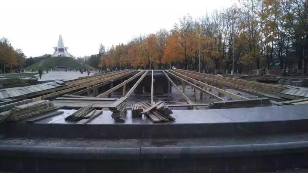 В Брянске закрыли на зиму фонтаны