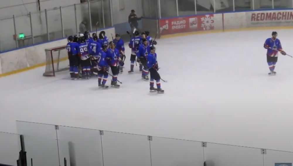 Брянские хоккеисты одержали вторую трудную победу подряд