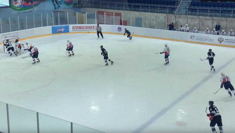 Брянские хоккеисты проиграли третью встречу подряд