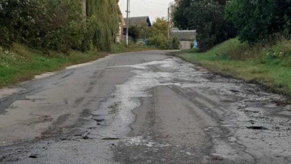 В деревне под Почепом из-за прорыва трубы размыло дорогу