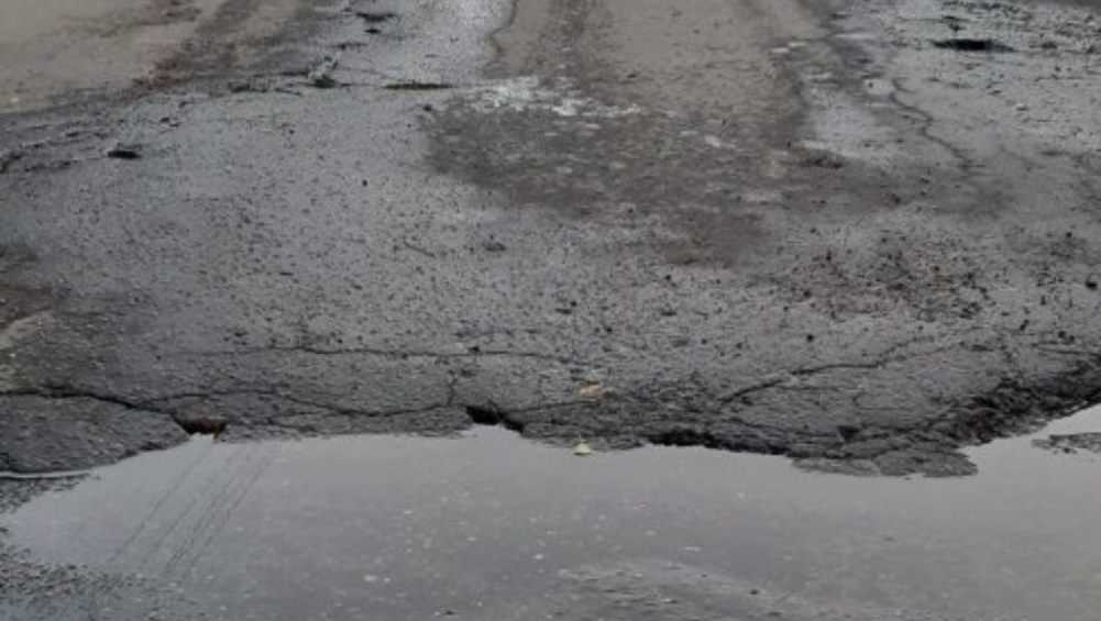 Под Почепом в брянской деревне из-за прорыва трубы размыло дорогу