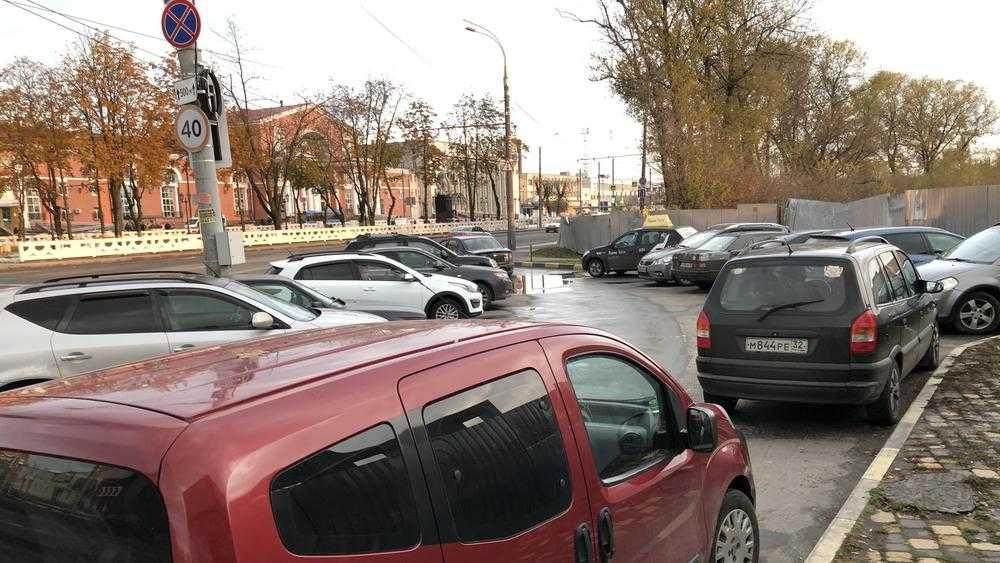 Водителей выпроводили подальше от вокзала Брянск-I