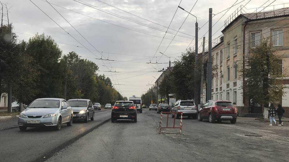 В Брянске продолжают ремонтировать ливнёвку на улице Ульянова