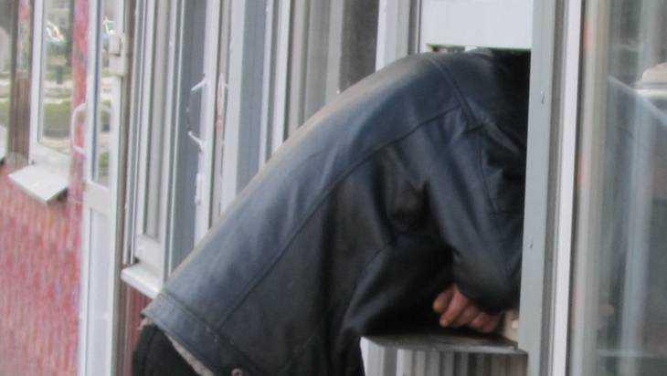 В Брянске Авиационную улицу снова стали загромождать киосками