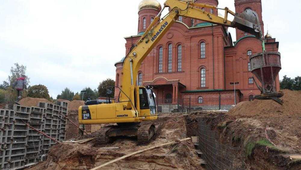 В Клинцах к новому собору подведут лестницу из цельного гранита