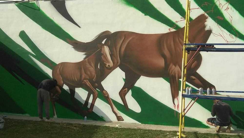 На стене Локотского конезавода появились фрагменты будущих граффити
