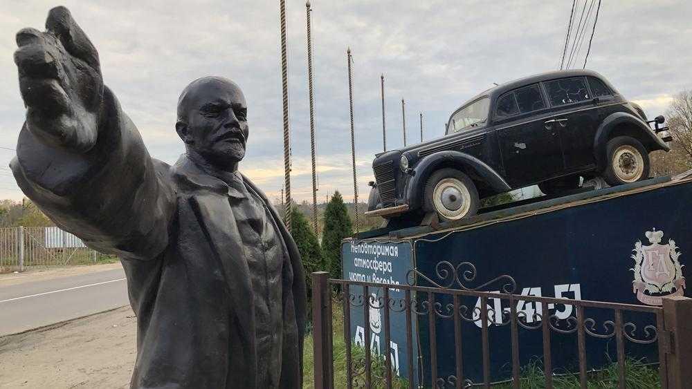 Прислуживающий трактиру Ленин вызвал гнев его последователей
