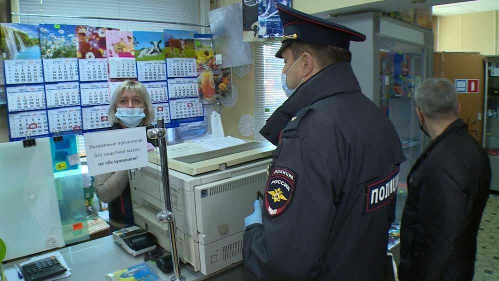В супермаркете «Дикси» в Брянске наказали двоих покупателей без масок
