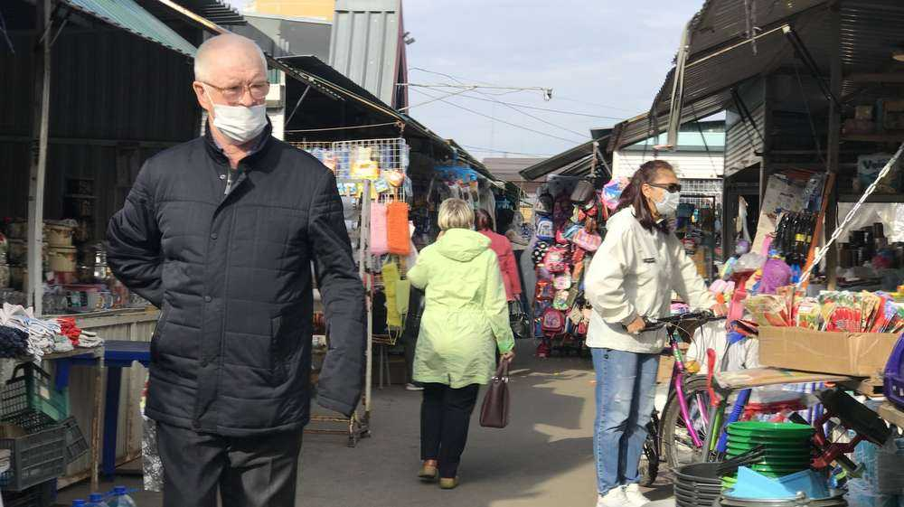 В Брянске семерых продавцов наказали за нарушение масочного режима