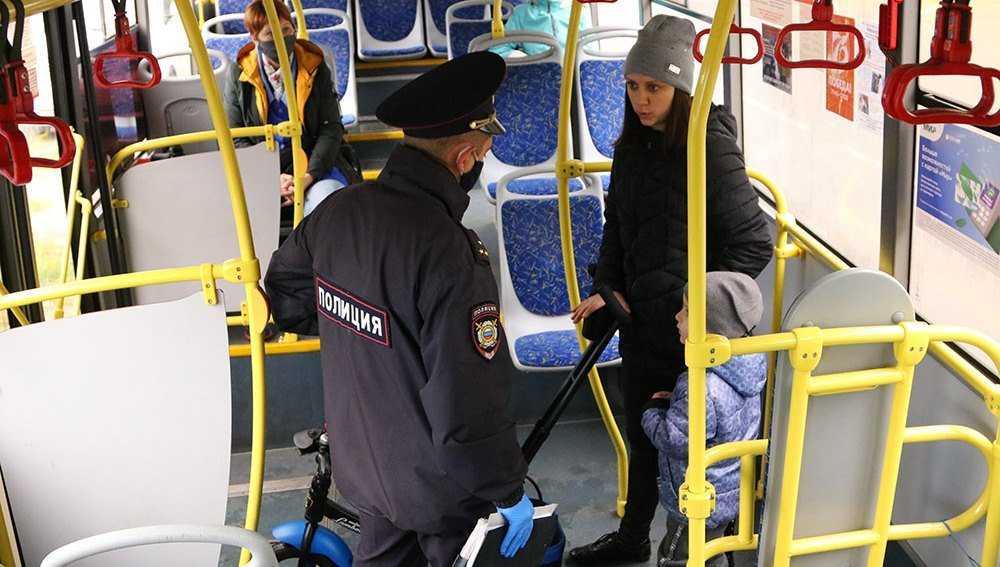 В транспорте Брянска поймали 5 водителей и 2 пассажиров без масок