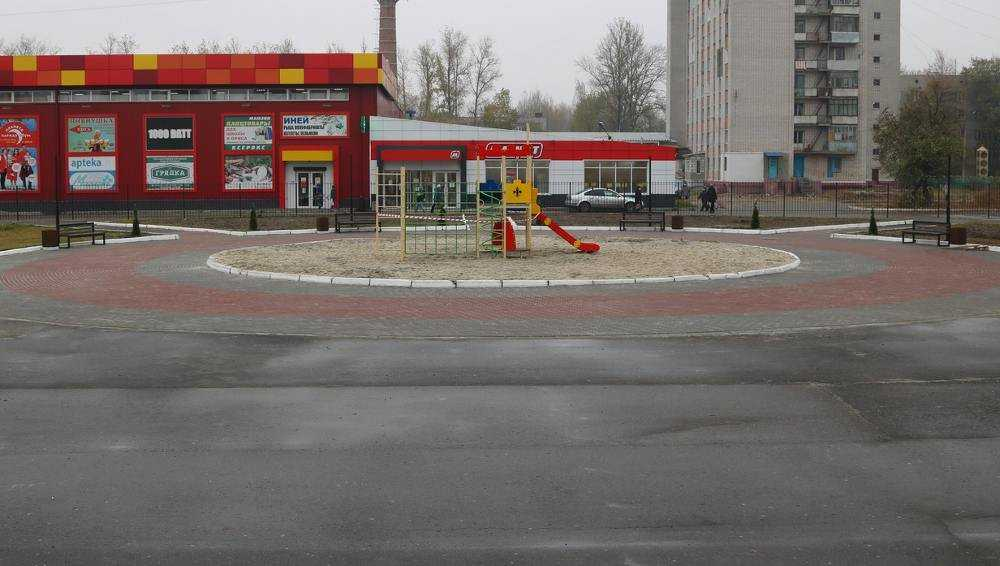 В Брянске обновили территорию у ДК имени Медведева