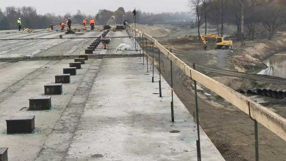 В Брянске уложат последнюю балку на строящемся мосту через Снежеть