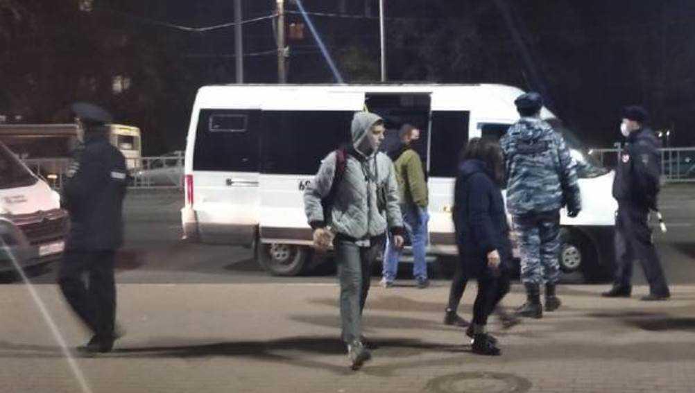В маршрутках Брянска вечером отловили пассажиров без масок