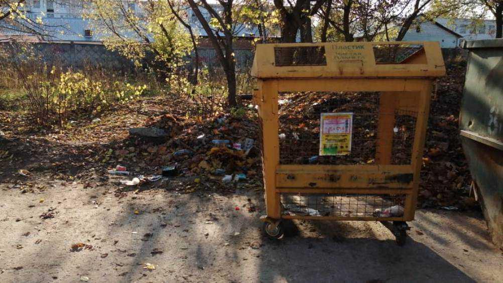 В Брянске с улицы Ново-Советской украли мусорный контейнер