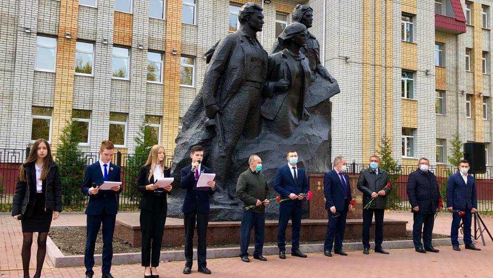 В Брянске открыли обновлённый памятник Трём Героям