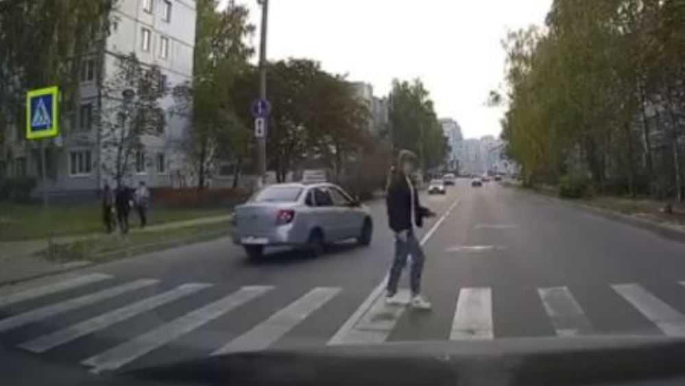 В Брянске водителя Lada по видео наказали за опасный обгон