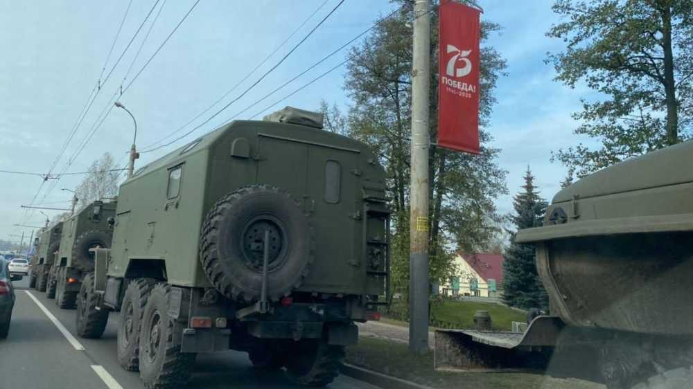В Брянске заметили странную колонну машин