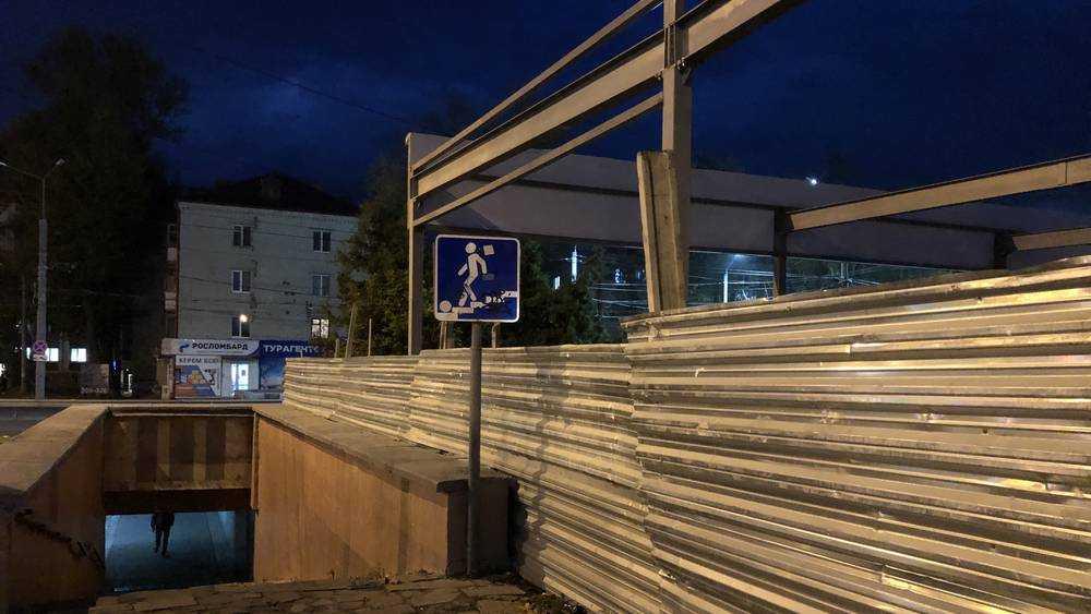 В Брянское строящееся здание нависло над переходом у «Полтинника»