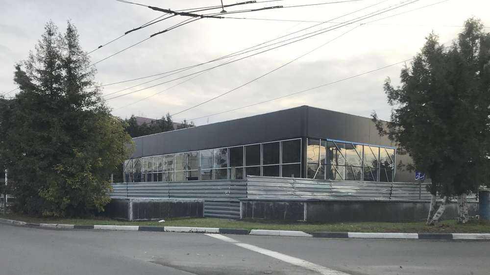 Новое здание у «Полтинника» жители Брянска назвали крематорием
