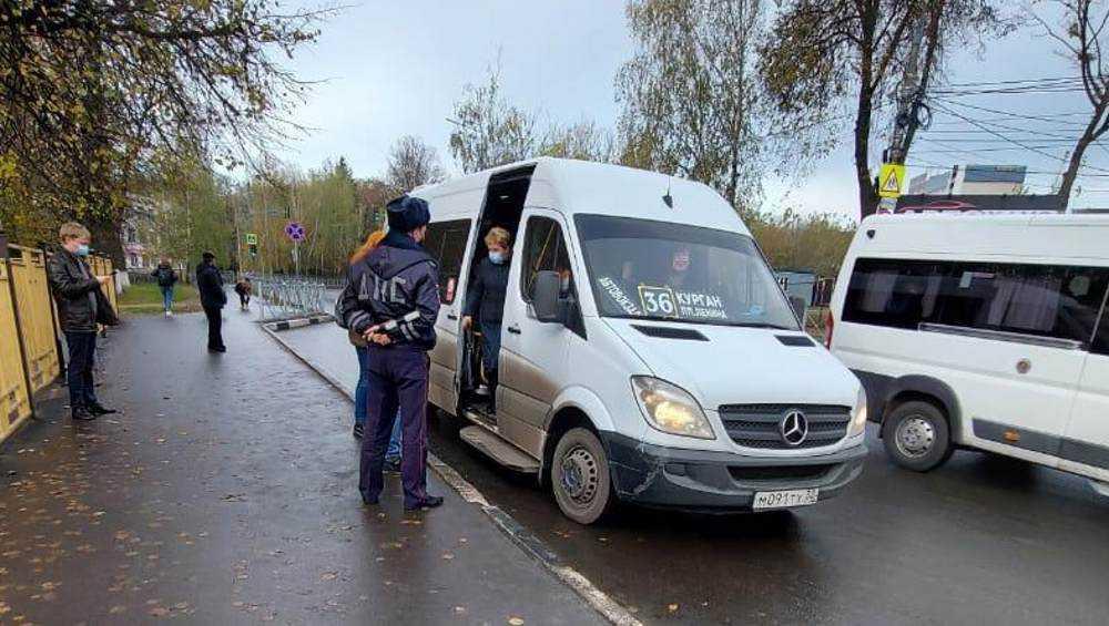 В Брянске за выходные дни выписали 70 протоколов на «безмасочников»