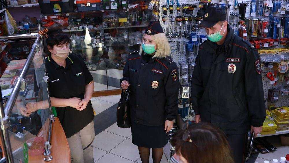 В Брянске проверили соблюдение масочного режима в магазинах и кафе