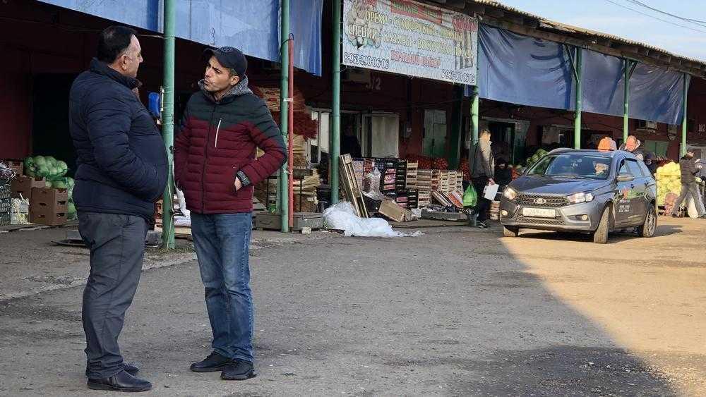 В Брянске на азербайджанском рынке узбекских грузчиков заменили местные