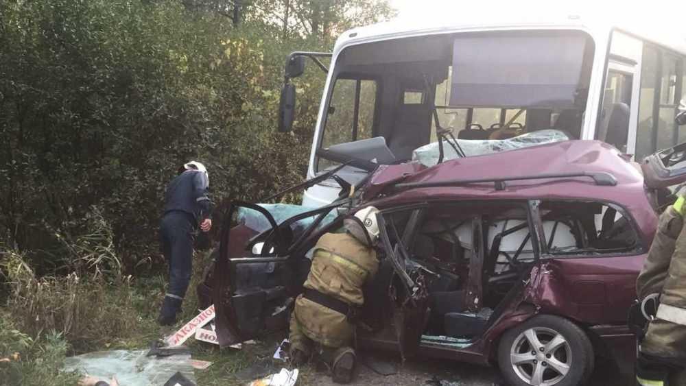 Под Брянском в ДТП с автобусом один человек погиб и пятеро ранены