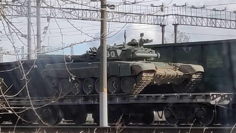В Брянске заметили эшелон с военной техникой