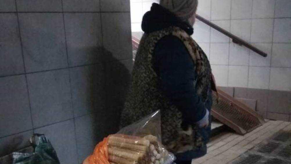Жителей Брянска разозлила торговка без маски в подземном переходе