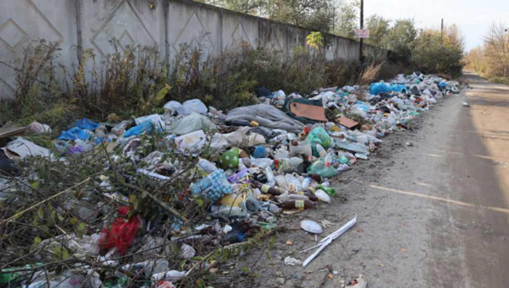 В Брянске появились мусорный вал и асфальтовые «муравейники»