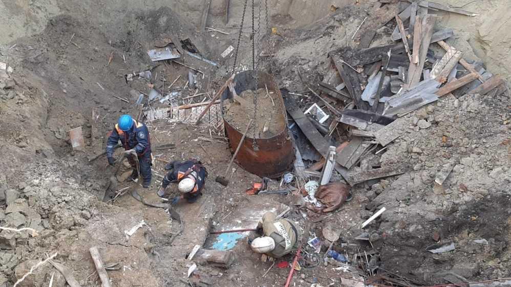 В Вышкове под завалами обрушившегося дома обнаружили тело женщины