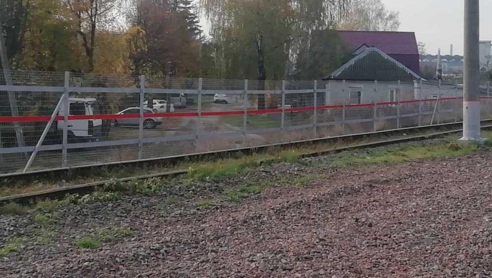 В Брянске оградили рельсовые пути возле станции Орджоникидзеград