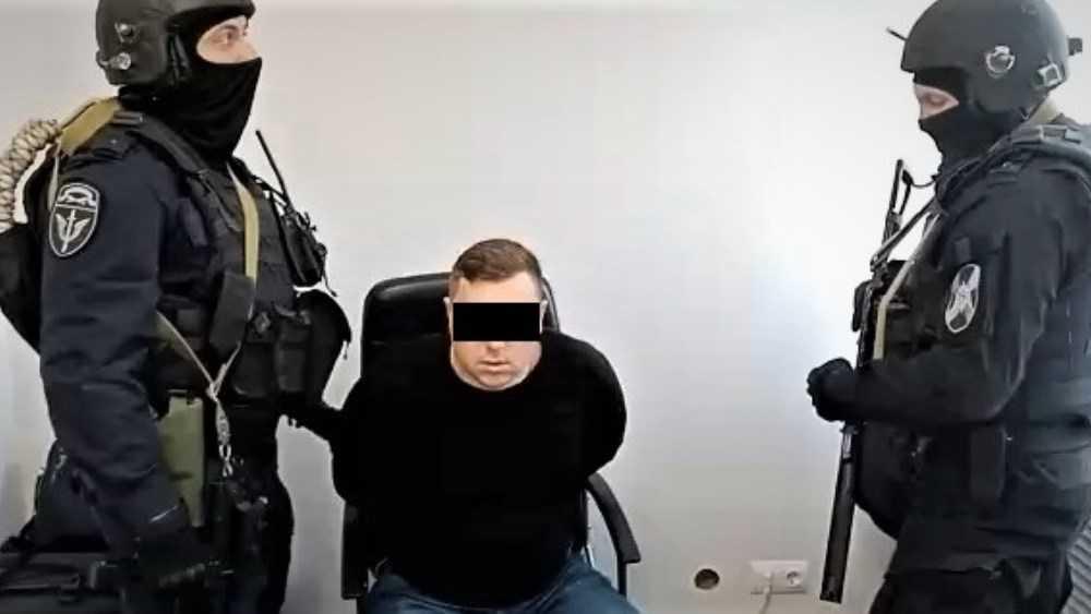 За получение взятки в 7 млн рублей сотрудника брянской компании осудят