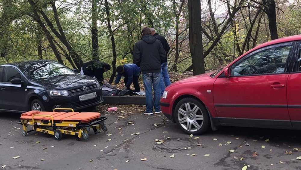 В центре Брянска автомобилист спас лежавшую у дороги женщину