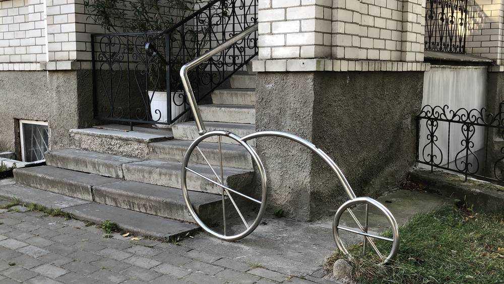 Жуковские велосипеды превратили в перила
