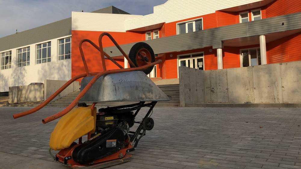 В Жуковке началось благоустройство возле нового дворца спорта