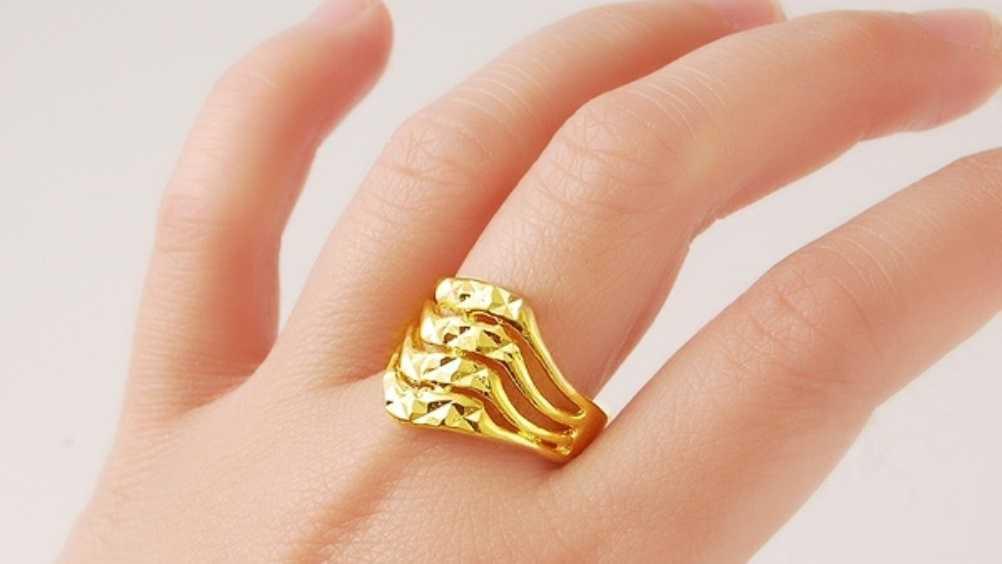 Брянского коммерсанта осудят за продажу поддельного золотого украшения