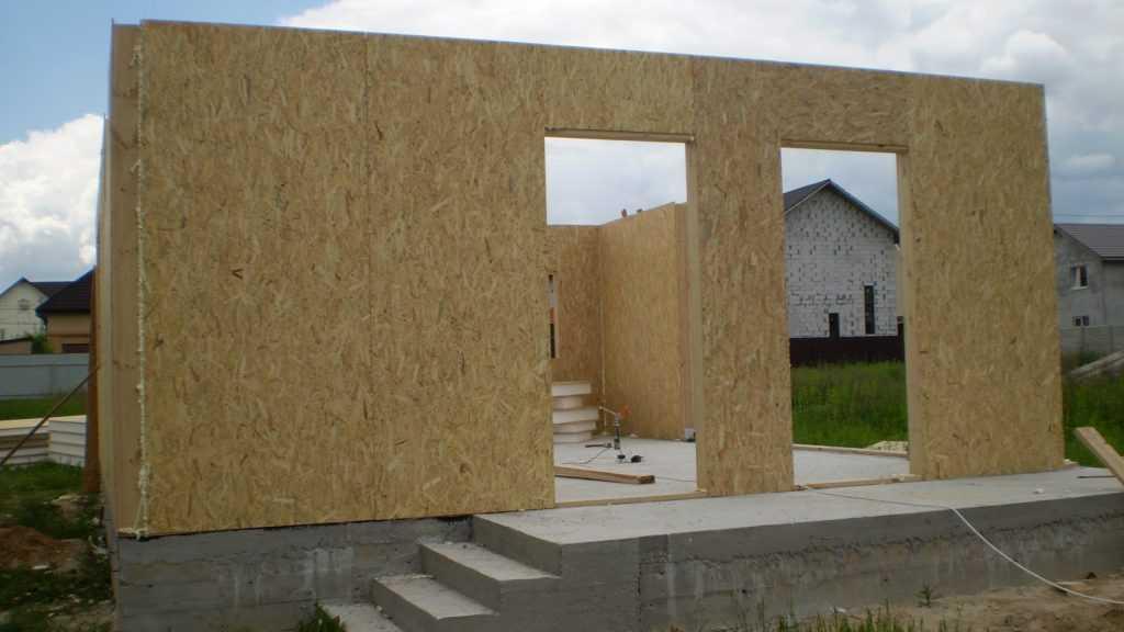 Особенности возведения домов из СИП-панелей