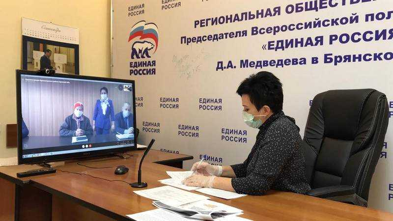 Валентина Миронова провела дистанционный приём граждан в Брянске