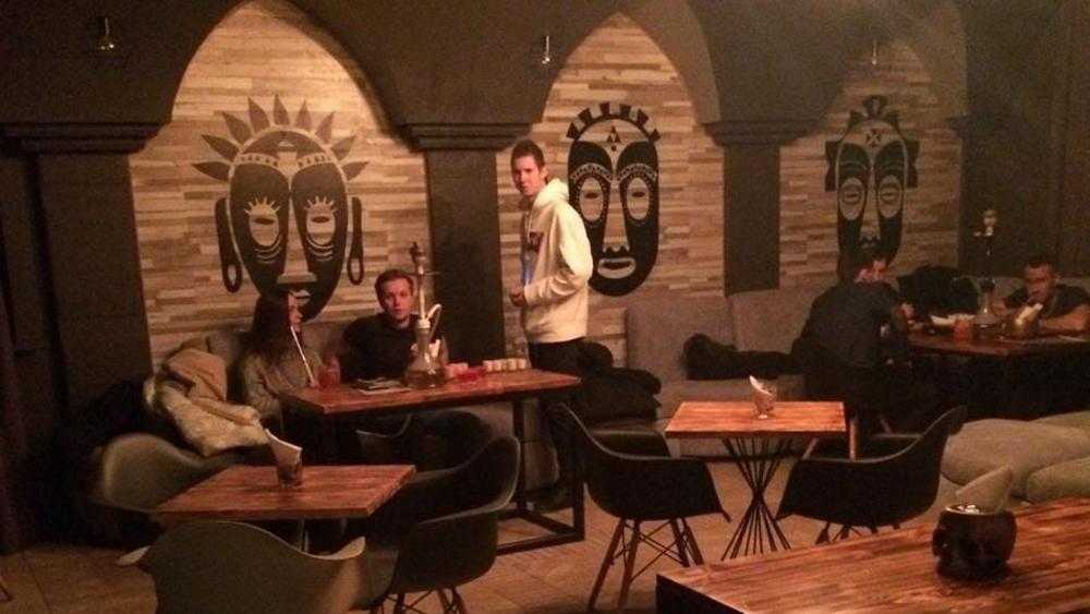 В Брянске полиция и чиновники проверили ночные бары и кальянные