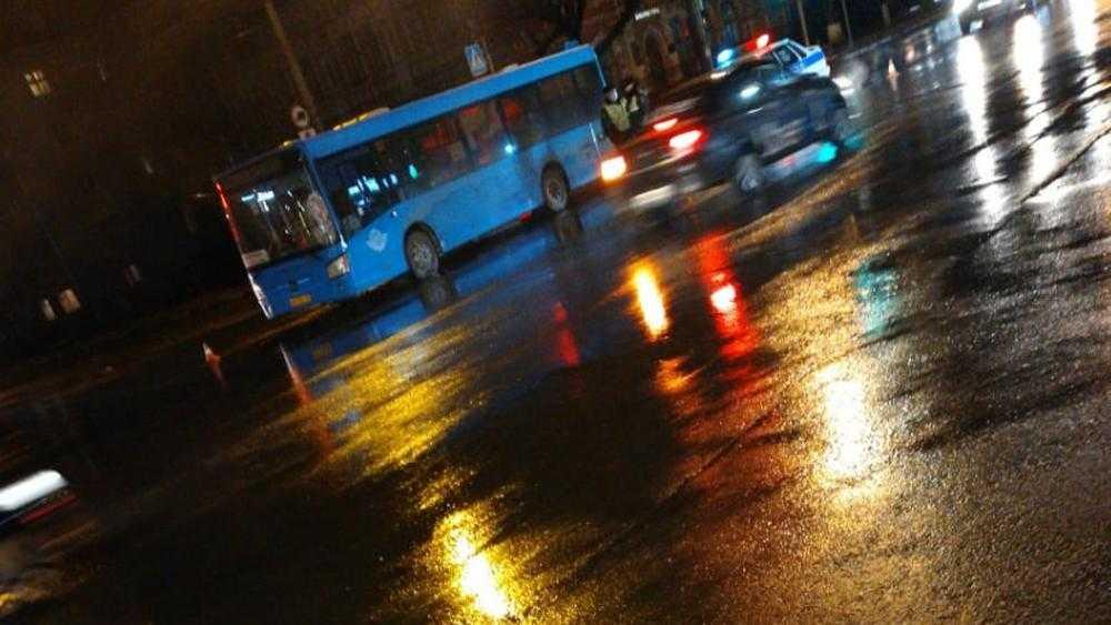 Сбитого автобусом возле ТРЦ «Бум-сити» пешехода увезла скорая