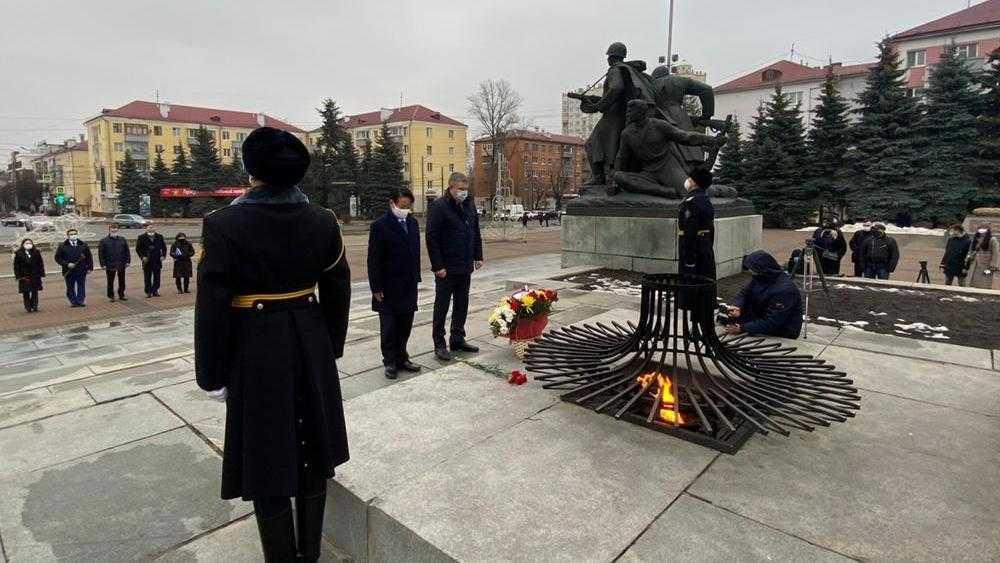 В Брянске посол Японии Тоёхиса Кодзуки почтил память героев-партизан