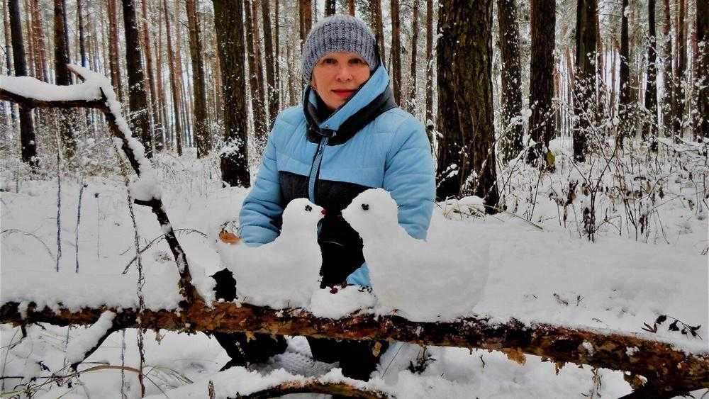 Жительница Брянска подарила землякам тепло снежных изваяний