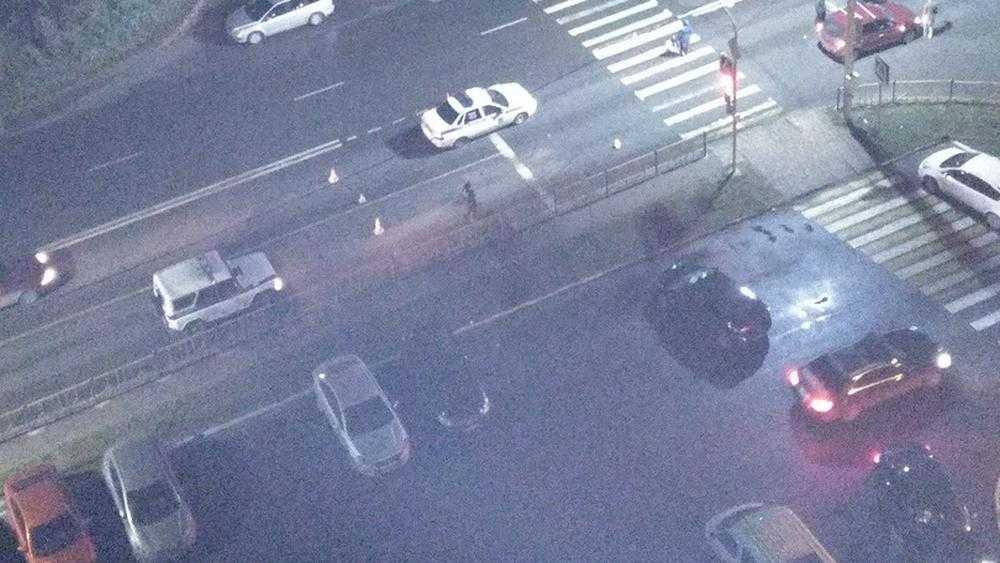 В Брянске легковой автомобиль сбил пешехода на улице Флотской