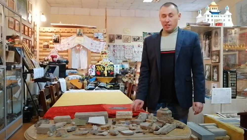 Осколки изразцов и гвозди пополнили музей усадьбы Романовых в Локте
