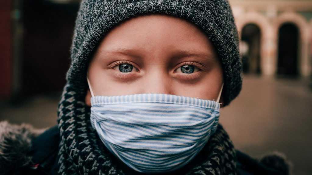 Академик назвал условие почти полного снижения риска заразиться COVID-19