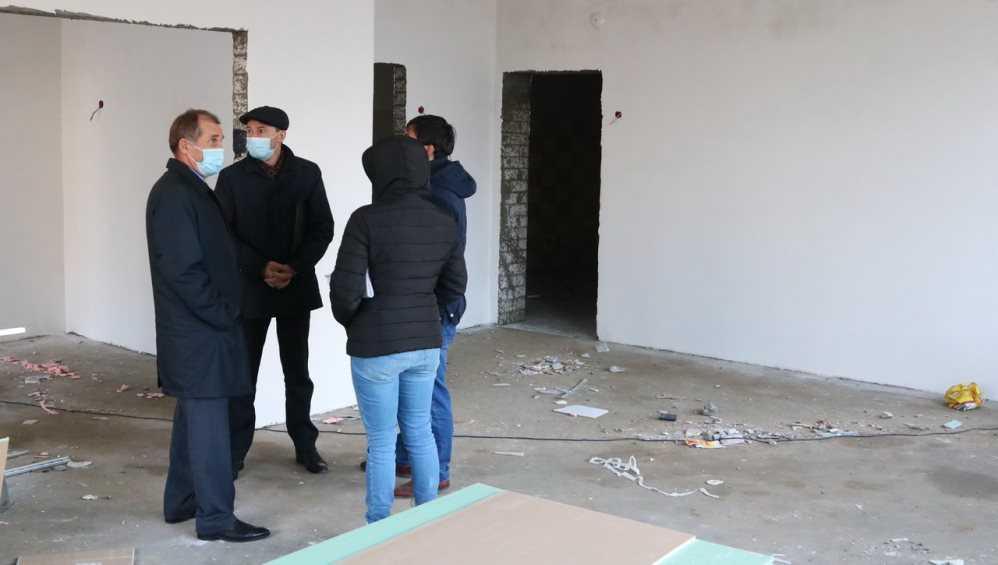 Мэр Брянска Макаров раскритиковал строителей детсада «Гармония» за грязь