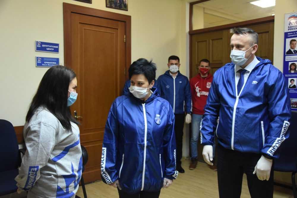 Брянским волонтерам и врачам помогают депутаты «Единой России»