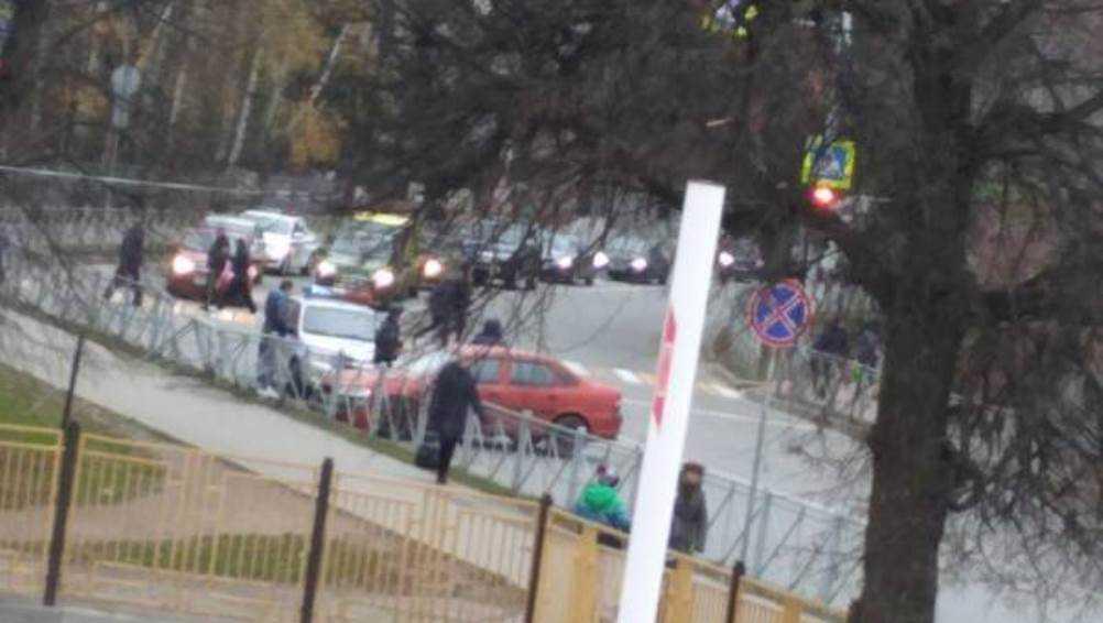 В Брянске легковушка протаранила ограждение возле автовокзала